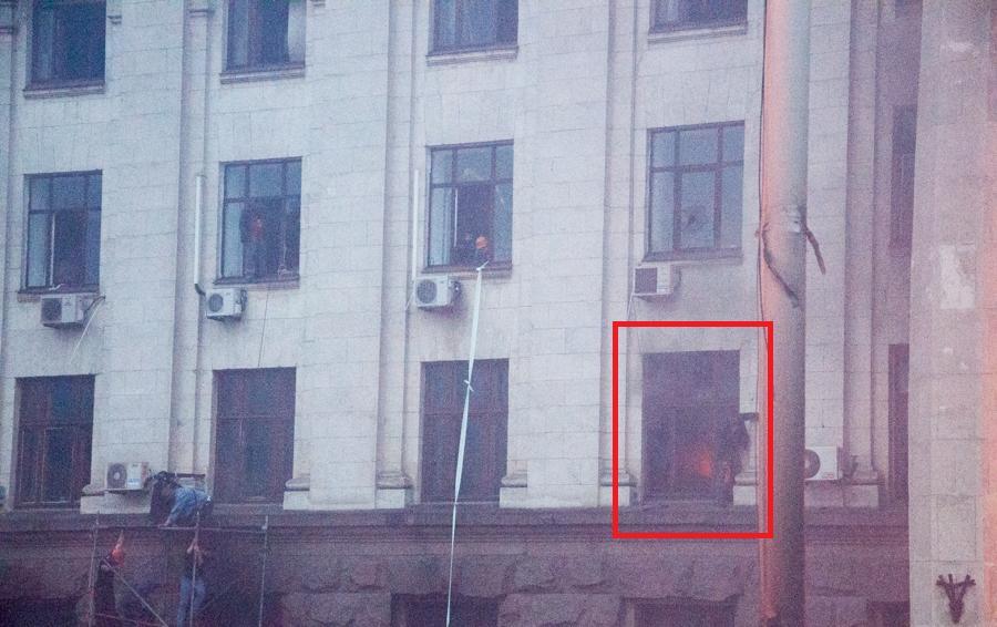 Одесса. Дом профсоюзов. В солидном пятиэтажном здании с потолками за 3 метра открытый огонь был ещё только в одном кабинете - Одесский Политикум