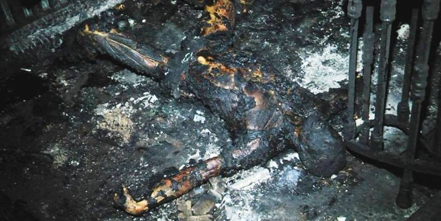Одесса. Дом профсоюзов. Полностью сгоревшие трупы на первом этаже у входных дверей - Одесский Политикум