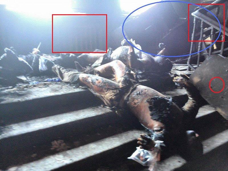 Одесса. Дом профсоюзов. деревянная панель на батарее, деревянные поручни на лестнице и лист дсп не сгорели- синий овал - баррикада из столов, стульев и тумбочек. Она даже не затронута пламенем, хотя мы видим обгоревшие тела- откуда баррикада? Она была сооружена боевиками Правого сектора, чтобы заблокировать пути к спасению на этажи. Вышепо лестнице - женский труп тащили по полу с места реальной смерти. Кто и зачем? Вышепо лестнице - женский труп тащили по полу с места реальной смерти. Кто и зачем? - Одесский Политикум